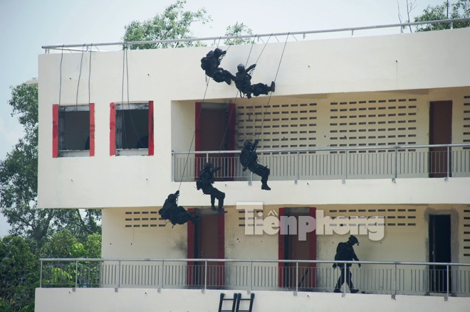 Cận cảnh đặc công Việt Nam đọ tài với đặc nhiệm các nước - ảnh 6