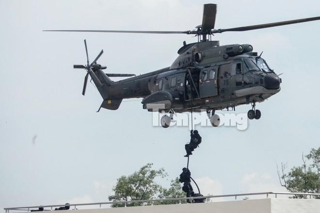 Cận cảnh đặc công Việt Nam đọ tài với đặc nhiệm các nước - ảnh 7