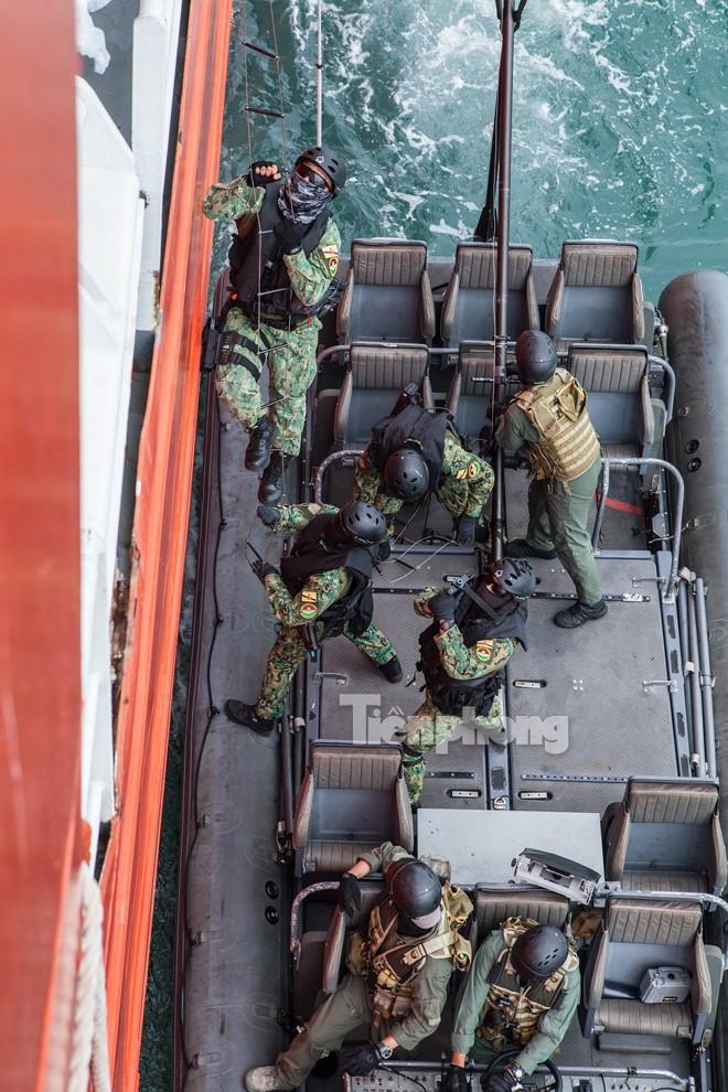 Cận cảnh đặc công Việt Nam đọ tài với đặc nhiệm các nước - ảnh 9