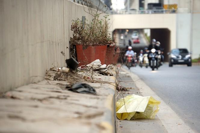 Hầm chui hơn 500 tỷ ở Hà thành nhếch nhác, ngập rác - ảnh 3