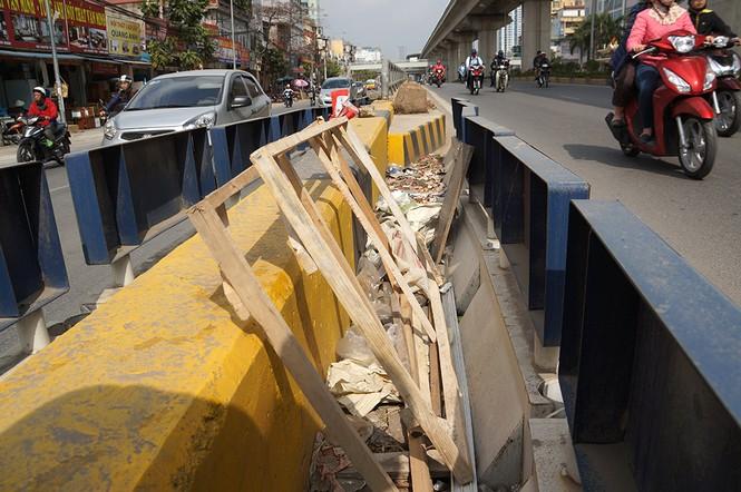 Hầm chui hơn 500 tỷ ở Hà thành nhếch nhác, ngập rác - ảnh 14