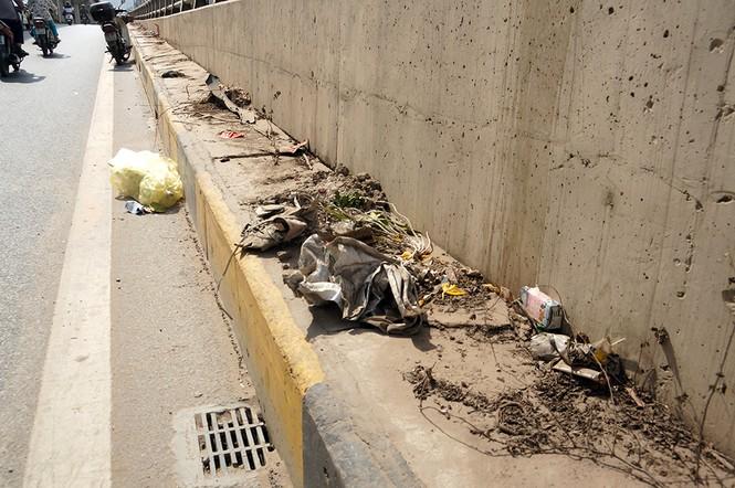 Hầm chui hơn 500 tỷ ở Hà thành nhếch nhác, ngập rác - ảnh 12