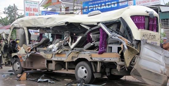 Hơn 40 cán bộ, chiến sỹ trắng đêm giải quyết 2 vụ tai nạn nghiêm trọng - ảnh 2