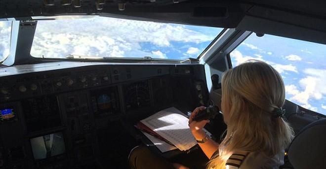 Một ngày của nữ phi công 26 tuổi lái máy bay đường dài - ảnh 8
