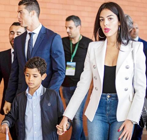 Nhà điêu khắc nổi danh nhờ tạc tượng Ronaldo... 'vạn người chê' - ảnh 4