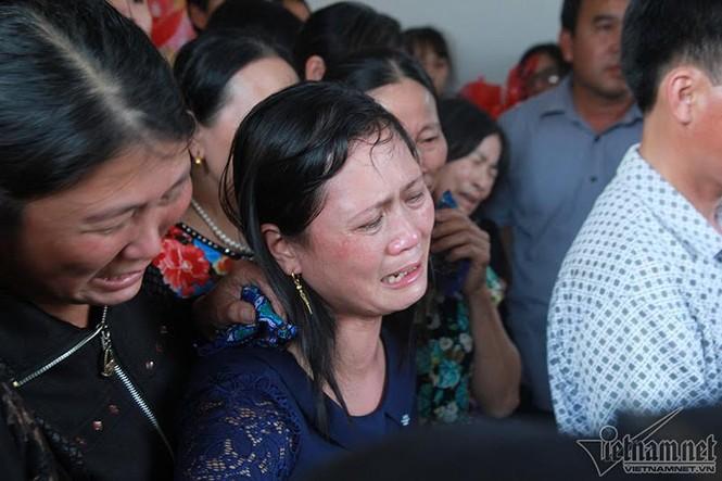 Quê nhà đón bé bị sát hại ở Nhật ngập nước mắt - ảnh 16