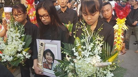 Quê nhà đón bé bị sát hại ở Nhật ngập nước mắt - ảnh 6