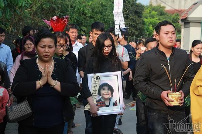 Quê nhà đón bé bị sát hại ở Nhật ngập nước mắt - ảnh 8