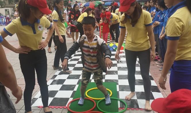 Gần 800 trẻ tự kỷ tham gia ngày hội 'Vòng tay yêu thương' - ảnh 5