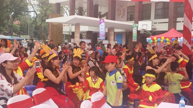 Gần 800 trẻ tự kỷ tham gia ngày hội 'Vòng tay yêu thương' - ảnh 3