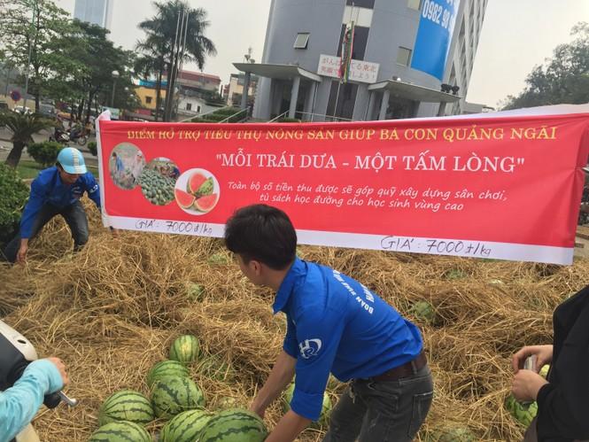 Bán hết 20 tấn dưa ủng hộ người dân Quảng Ngãi trong sáng 3/4 - ảnh 7