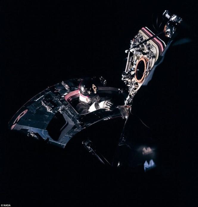 Ảnh hiếm về chuyến bay lên Mặt Trăng qua ống kính phi hành gia - ảnh 2