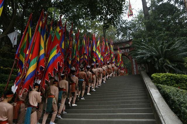 Chủ tịch nước dâng hương tưởng nhớ các Vua Hùng - ảnh 10