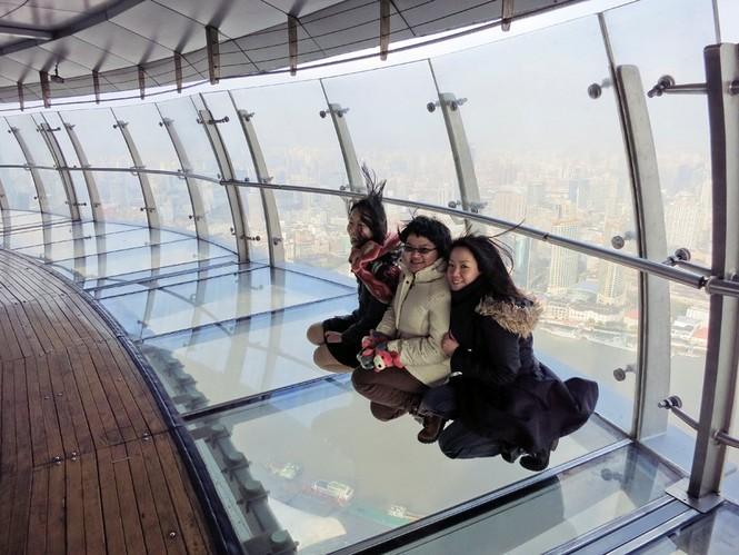 Những đài quan sát đáy kính cao vút khiến du khách run chân - ảnh 10