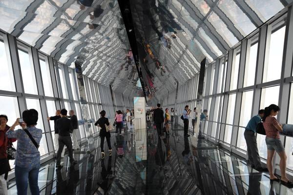 Những đài quan sát đáy kính cao vút khiến du khách run chân - ảnh 1