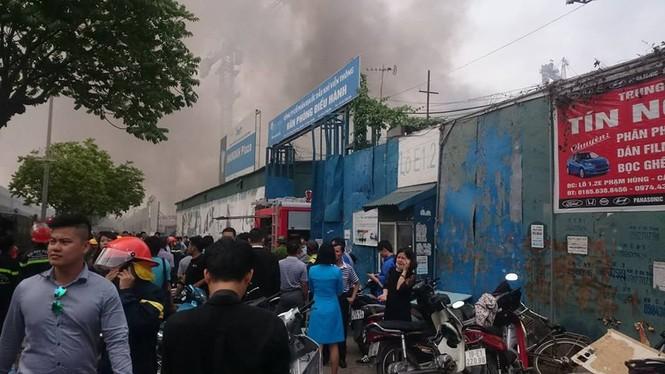Phong toả đường Phạm Hùng để dập lửa kho hàng - ảnh 4