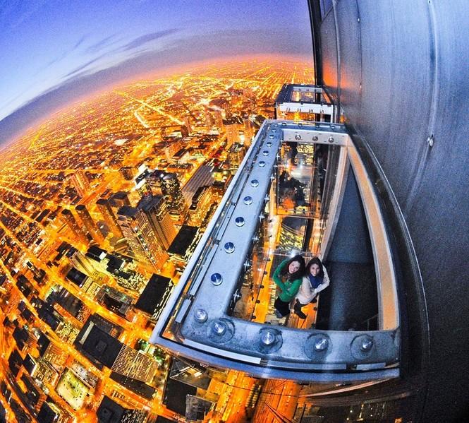 Những đài quan sát đáy kính cao vút khiến du khách run chân - ảnh 2