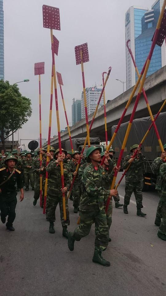 Phong toả đường Phạm Hùng để dập lửa kho hàng - ảnh 5
