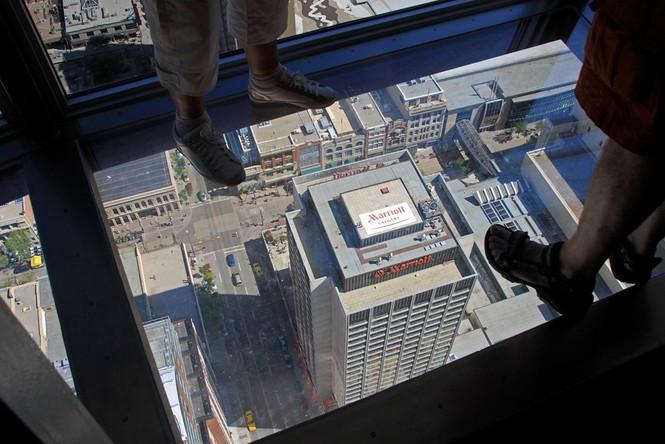 Những đài quan sát đáy kính cao vút khiến du khách run chân - ảnh 3