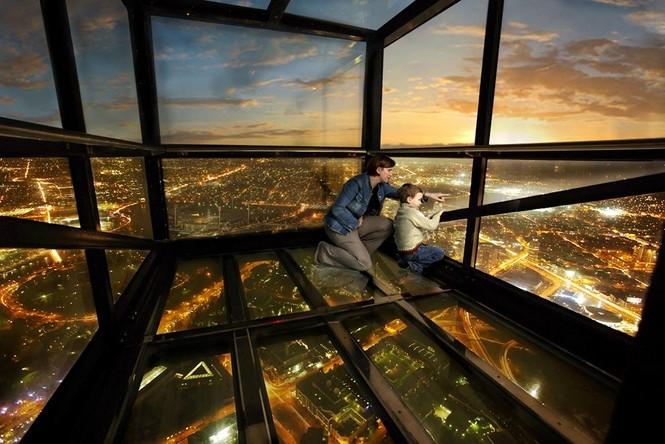 Những đài quan sát đáy kính cao vút khiến du khách run chân - ảnh 4