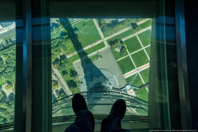 Những đài quan sát đáy kính cao vút khiến du khách run chân - ảnh 6