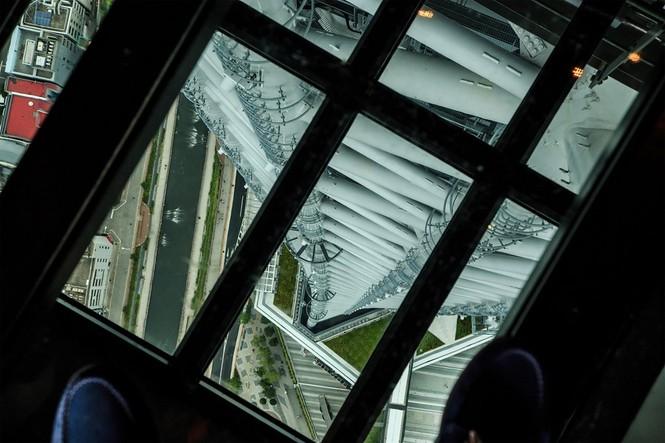 Những đài quan sát đáy kính cao vút khiến du khách run chân - ảnh 7