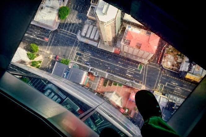 Những đài quan sát đáy kính cao vút khiến du khách run chân - ảnh 8