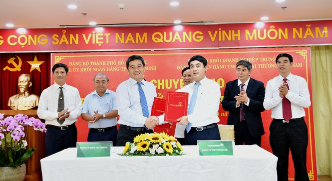 Đảng bộ Vietcombank tiếp nhận 17 tổ chức Đảng trên địa bàn TP.HCM - ảnh 4
