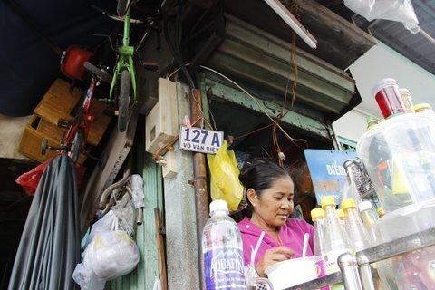 Gặp người phụ nữ sống trong căn nhà 1m2 giữa Sài Gòn - ảnh 10
