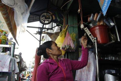 Gặp người phụ nữ sống trong căn nhà 1m2 giữa Sài Gòn - ảnh 13