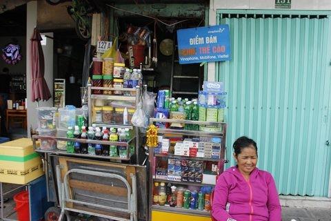 Gặp người phụ nữ sống trong căn nhà 1m2 giữa Sài Gòn - ảnh 19