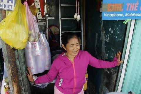 Gặp người phụ nữ sống trong căn nhà 1m2 giữa Sài Gòn - ảnh 3