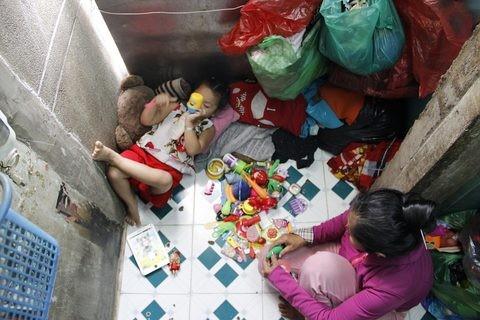 Gặp người phụ nữ sống trong căn nhà 1m2 giữa Sài Gòn - ảnh 5