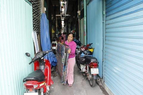 Gặp người phụ nữ sống trong căn nhà 1m2 giữa Sài Gòn - ảnh 6
