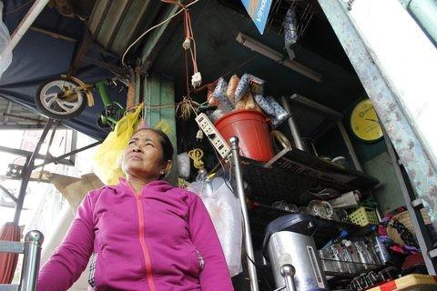 Gặp người phụ nữ sống trong căn nhà 1m2 giữa Sài Gòn - ảnh 9