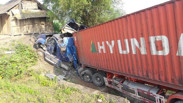 BẢN TIN ATGT: 'Hung thần' xe ben kéo lê lái xe ôm 10 mét tử vong - ảnh 3