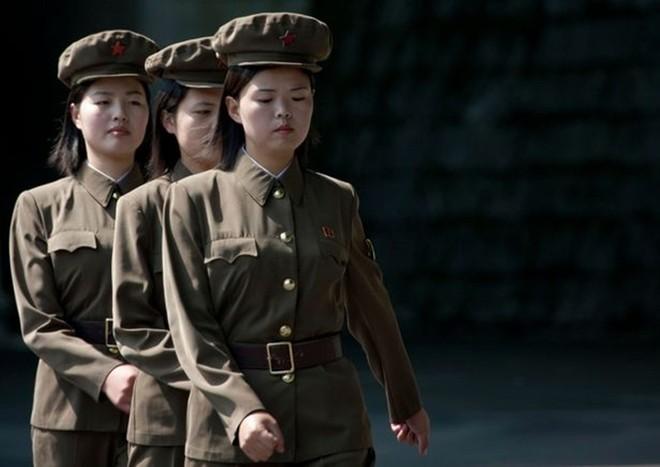 Binh sĩ Triều Tiên dưới góc nhìn của nhiếp ảnh gia Pháp - ảnh 10