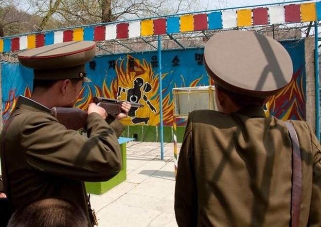 Binh sĩ Triều Tiên dưới góc nhìn của nhiếp ảnh gia Pháp - ảnh 6