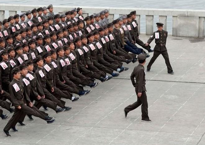 Binh sĩ Triều Tiên dưới góc nhìn của nhiếp ảnh gia Pháp - ảnh 8