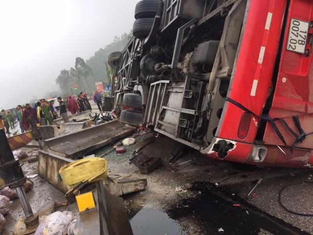 Bắt giam tài xế vụ lật xe khách thảm khốc tại Hà Tĩnh - ảnh 1