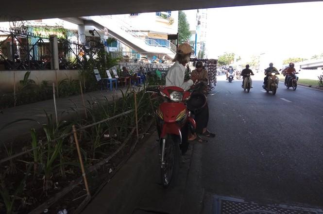 Người Sài Gòn khổ sở với nắng nóng đầu mùa - ảnh 6