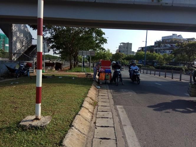 Người Sài Gòn khổ sở với nắng nóng đầu mùa - ảnh 8