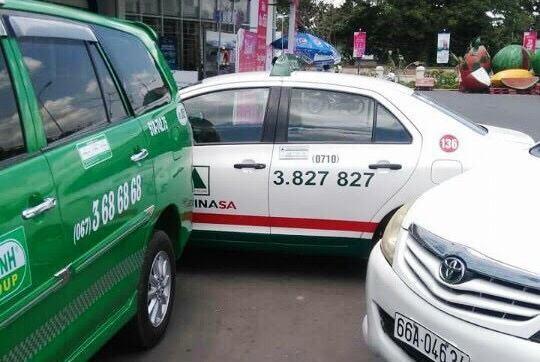 Taxi Mai Linh bị chặn đầu khoá đuôi, lái xe bị đánh nhập viện - ảnh 1