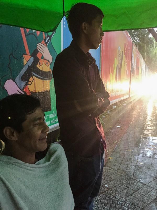 Mưa trắng trời, giao thông trung tâm Sài Gòn rối loạn - ảnh 5