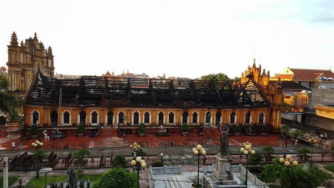 Vẻ đẹp nhà thờ 130 tuổi ở Nam Định trước khi bị cháy rụi - ảnh 10
