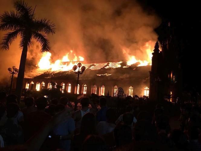 Vẻ đẹp nhà thờ 130 tuổi ở Nam Định trước khi bị cháy rụi - ảnh 9