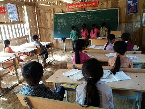 """Phía sau bức ảnh học sinh miền núi ngồi xổm khai giảng gây """"bão mạng"""" - ảnh 6"""