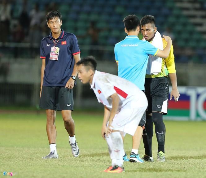 HLV Hoàng Anh Tuấn lặng người khi U18 Việt Nam bị loại - ảnh 1