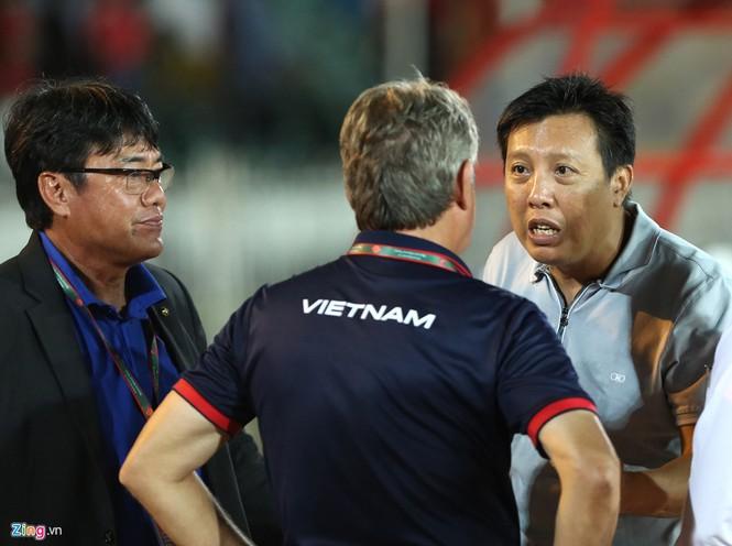 HLV Hoàng Anh Tuấn lặng người khi U18 Việt Nam bị loại - ảnh 5