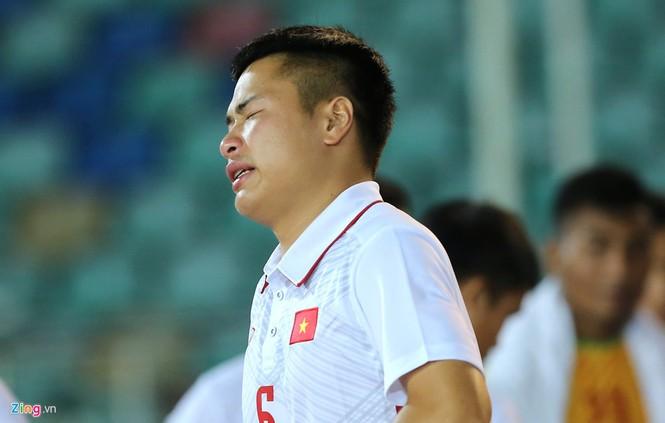 HLV Hoàng Anh Tuấn lặng người khi U18 Việt Nam bị loại - ảnh 7